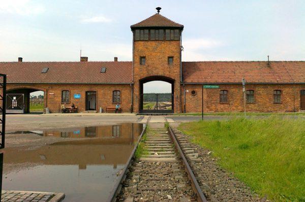 4 Day Trip From Warsaw: Poland Jewish Heritage Tour Auschwitz II 600x398