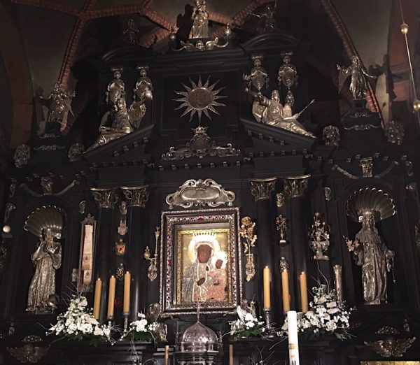 4 Day Trip From Warsaw: Catholic Pilgrimage to Poland Czestochowa.BlackMadonna 600x522