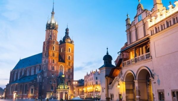 7 Day Trip From Warsaw: UNESCO World Heritage Sites in Poland Krakow 600x343