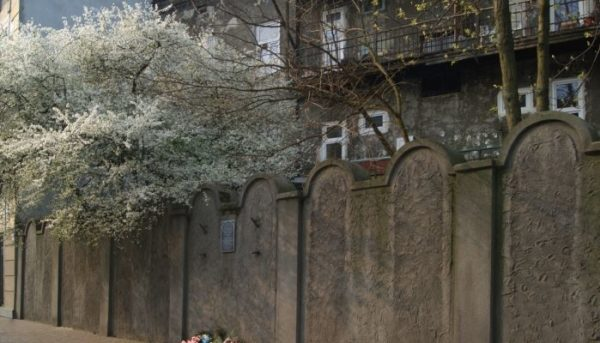 4 Day Trip From Warsaw: Poland Jewish Heritage Tour Krakow Ghetto Wall 600x343