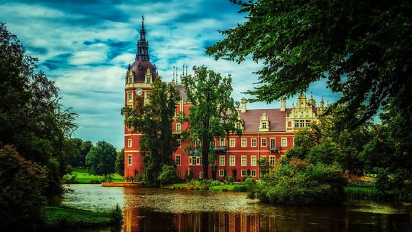 7 Day Trip From Warsaw: UNESCO World Heritage Sites in Poland Muskauer Park 600x338