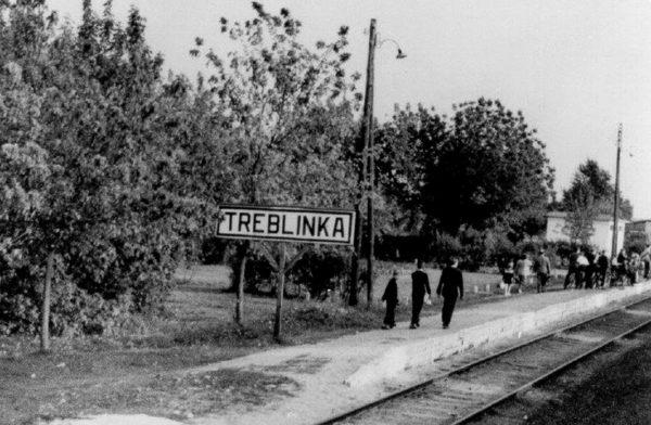 Wolfs Lair and Treblinka Tour Treblinka Platform 600x392