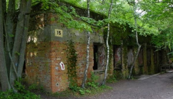 4 Day Trip From Warsaw: Death Camps in Poland Wolfs Lair Tour 600x343